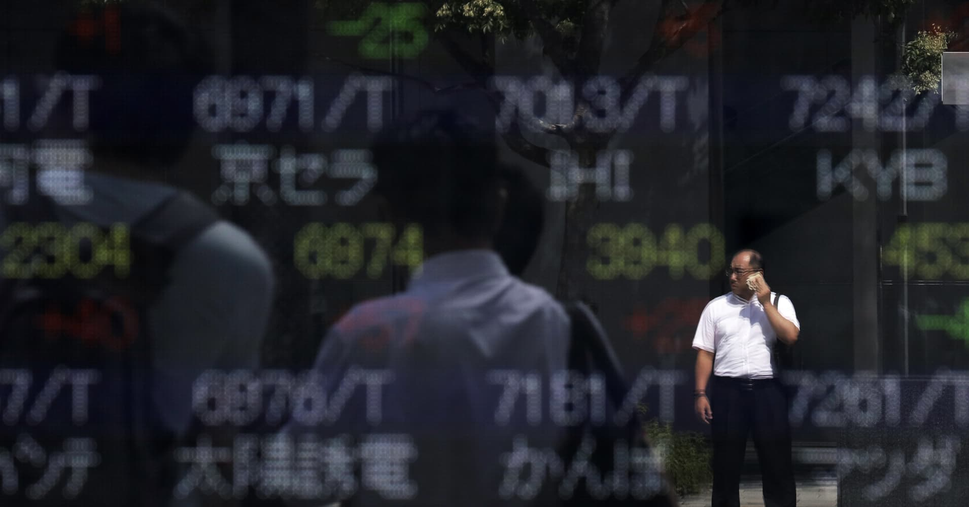 Asia stocks crumble: Shanghai topples more than 5%, Nikkei declines nearly 4%