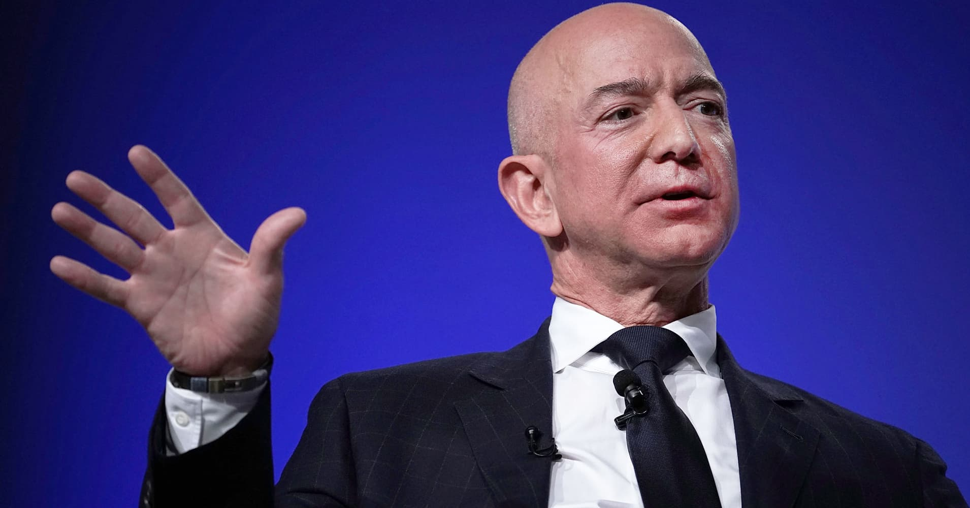 Here's the key level Amazon needs to break to retake $2,000