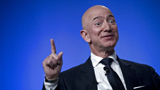 Jeff Bezos, founder and chief executive of Amazon.com Inc., talks during a debate at the Air Force, Space and Cyber ​​Conference of the Air Force Association in National Harbor, Maryland, USA, on Wednesday, September 19, 2018.