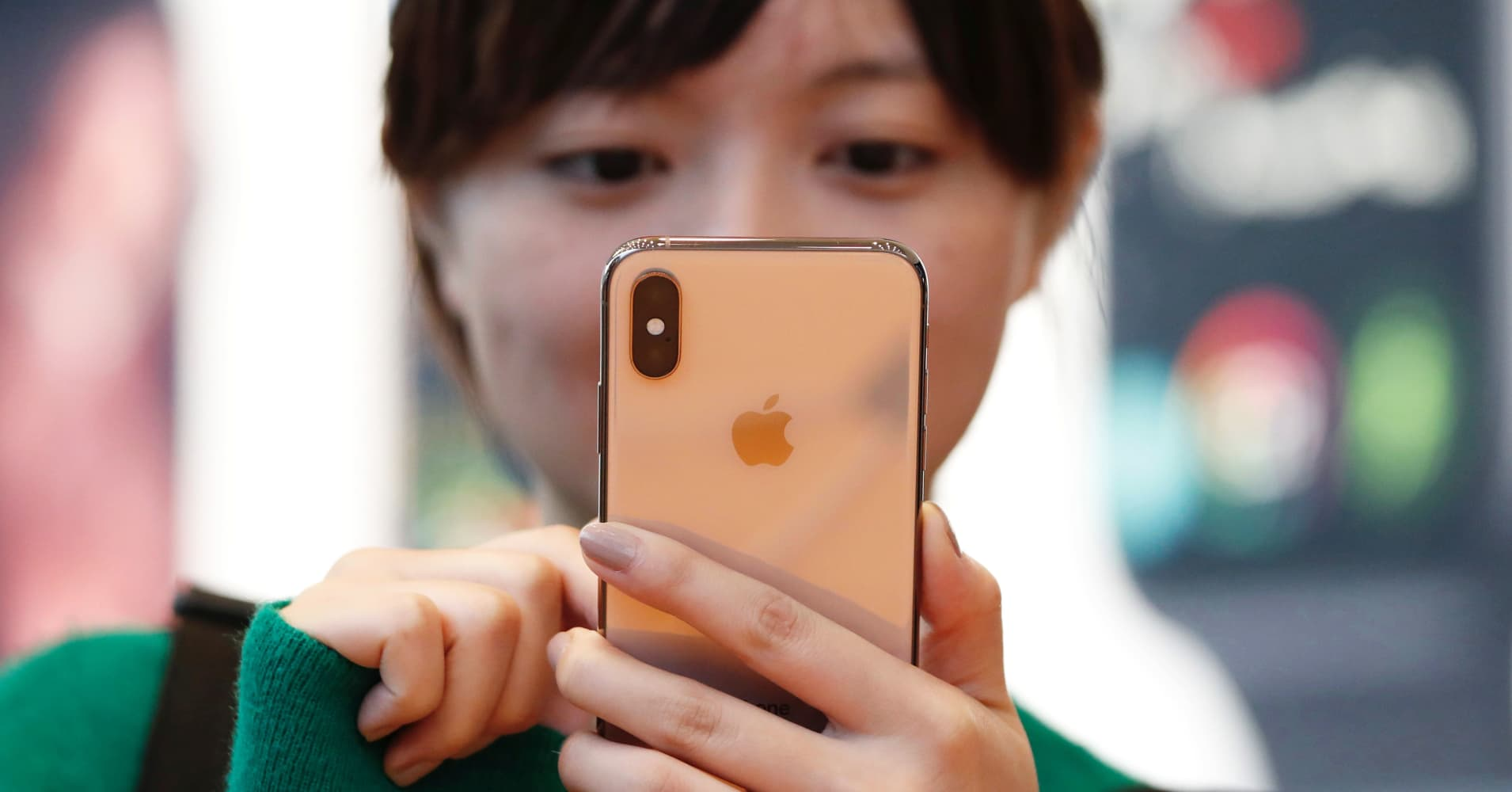 Apple will release a 5G iPhone in 2020 with chips from Qualcomm and Samsung, top analyst says