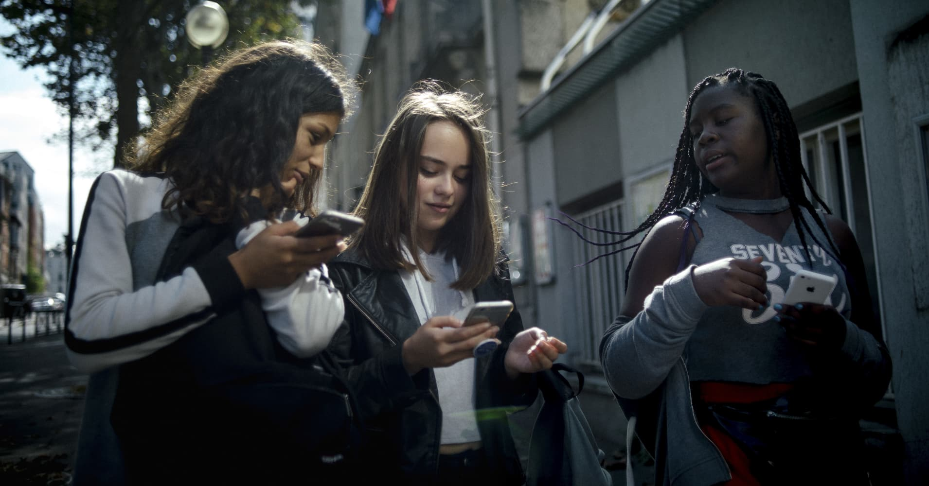 France Bans Smartphones in Schools Through 9th Grade to Try to Get Students to Pay Attention More