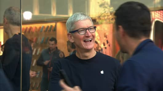 Apple CEO Tim Cook greets shoppers at a Palo Alto Apple store on Sept. 21, 2018 for the release of the iPhone XS and iPhone XS Max.
