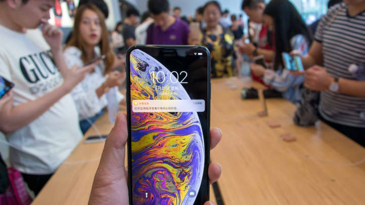 A customer shows his iPhone XS Max during the launch of iPhone XS and iPhone XS Max at  an Apple Inc. store on the Nanjing East Road on September 21, 2018 in Shanghai, China. Apple Inc. released its new iPhone XS and iPhone XS Max smartphones in China on Friday. (Photo by VCG/VCG via Getty Images)
