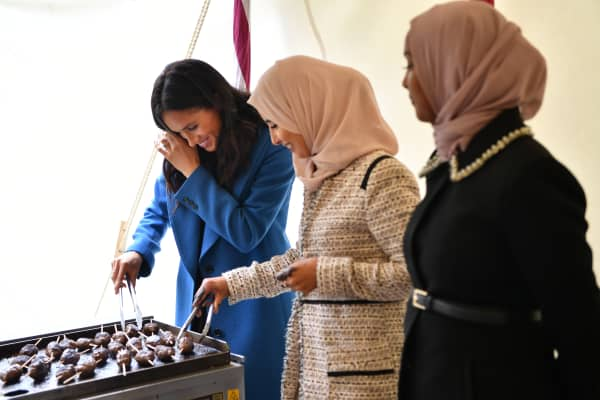 Meghan, Duchess of Sussex, helps to prepare food at an event to mark the launch of a cookbook with recipes from a group of women affected by the Grenfell Tower fire at Kensington Palace on Sept. 20.