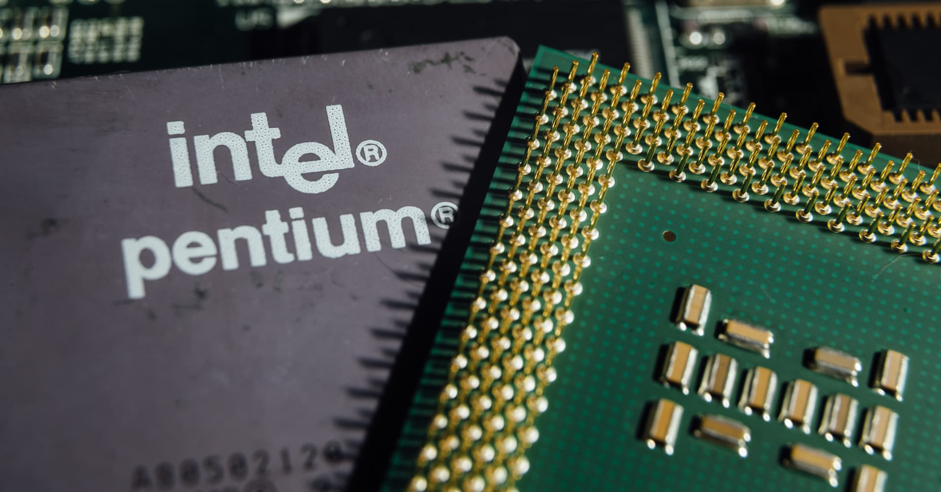 Intel shares gain after Nomura upgrade