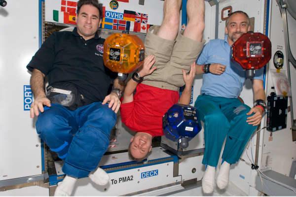 Richard Garriott (R) aboard the International Space Station.