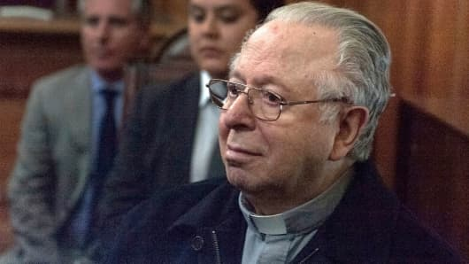 Chilean priest Fernando Karadima appears in court of Santiago on November 11, 2015 to testify in a civil lawsuit against the Archdiocese of Santiago for allegedly sexual abuse cover up.