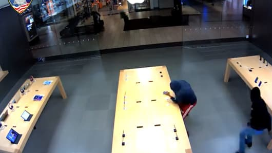 Surveillance Footage From Apple Store Theft