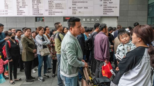 Patients wait at dawn for the outpatient ward to open at Peking Union Hospital in Beijing, May 10, 2018.