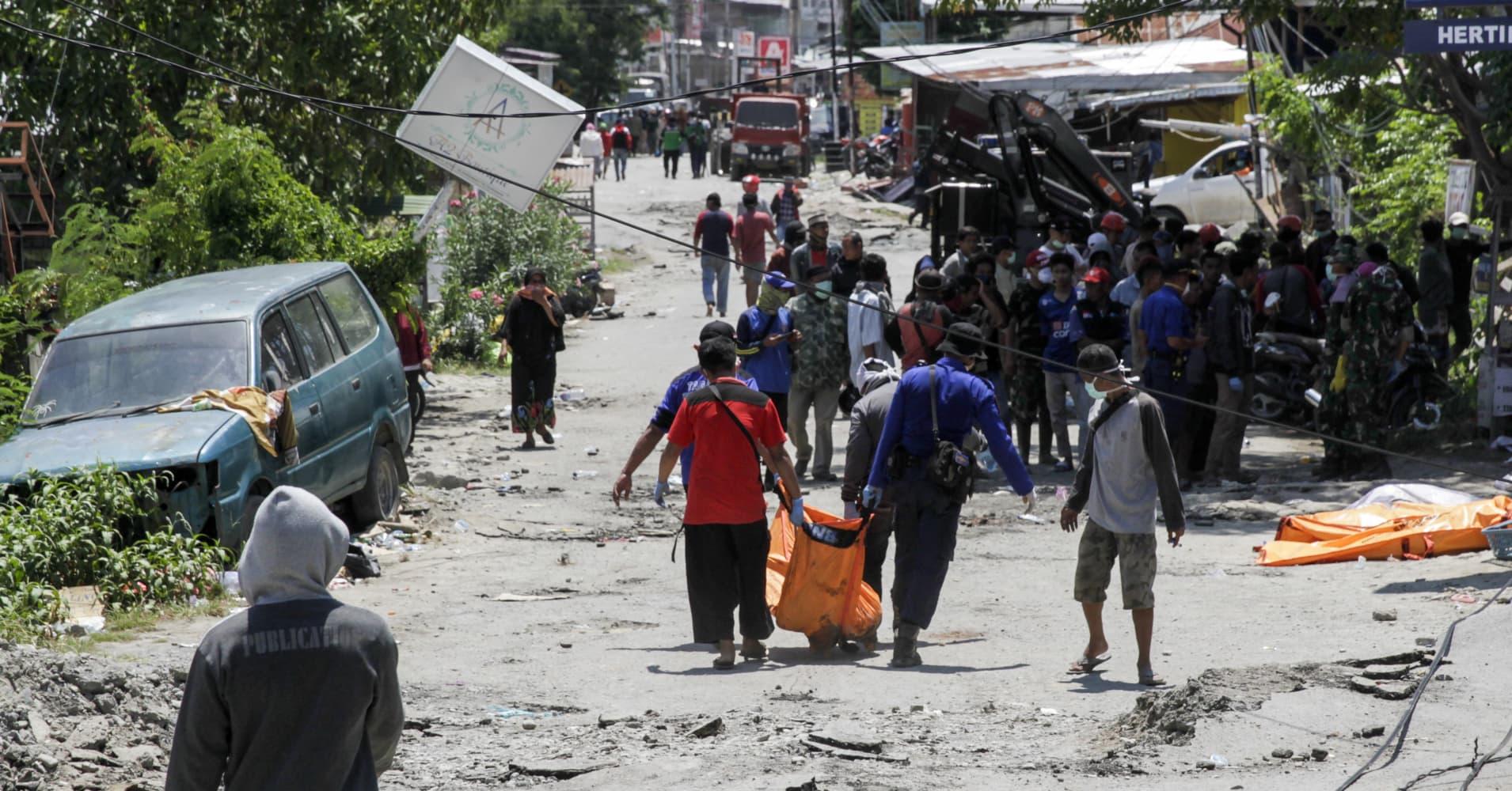 Tsunami strikes Indonesian coast, leaving dozens dead and nearly 600 injured