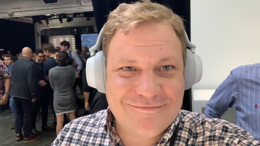 Todd Haselton tries Microsoft's new headphones.