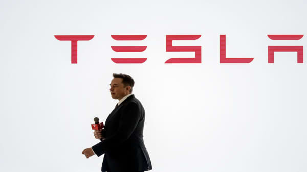 Tesla's made positive progress since turning down SEC settlement, says former Nasdaq chairman