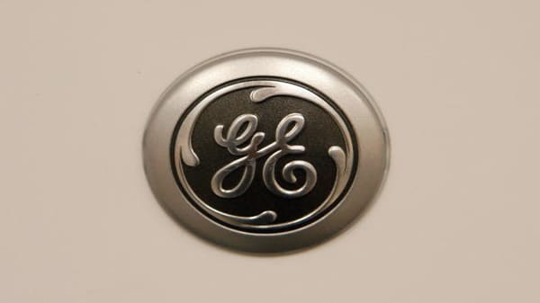 General Electric agrees to big pay package with new CEO