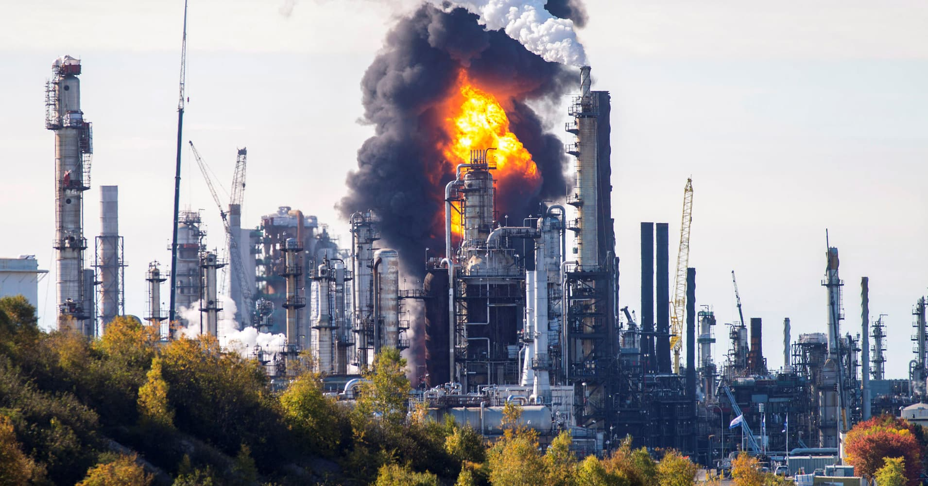 'Major incident' confirmed at Canada's largest refinery after reports of explosion