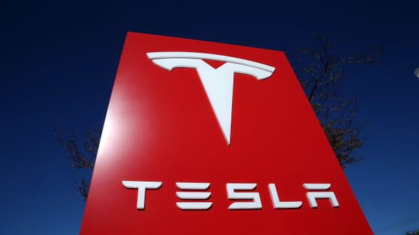 Indra Nooyi, Alan Mulally, Gary Cohn could be good picks for Tesla's board: Kara Swisher