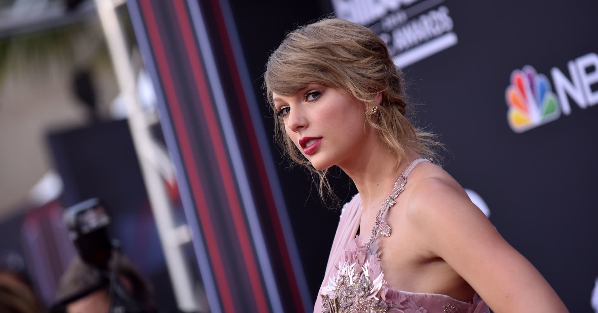 Voter registrations skyrocket after Taylor Swift's get-out-the-vote push