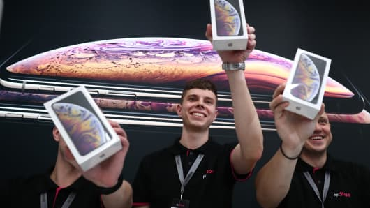 Store shop assistants as Apple launches iPhone XS, iPhone XS Max, and iPhone XR sales in Russia.