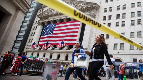 Mixed open as rates dampen sentiment