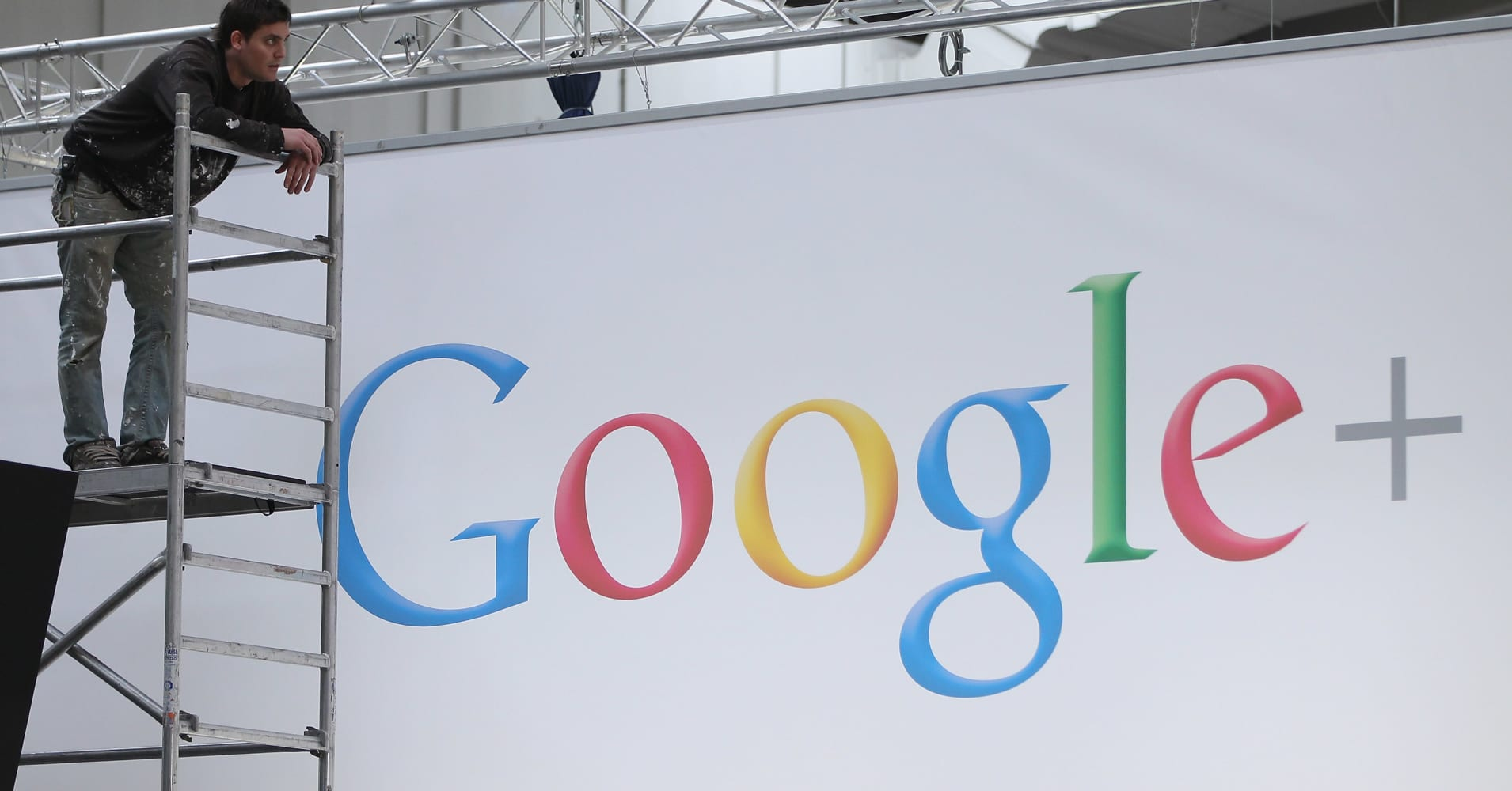 Google shutting down social network sooner because of new security bug