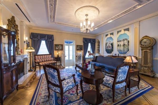 The parlor at 21 Royal.