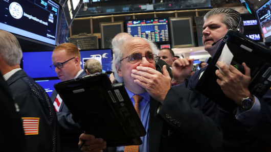 Traders work on the floor of the New York Stock Exchange (NYSE) the morning after Donald Trump won a major upset in the presidential election on November 9, 2016 in New York City.