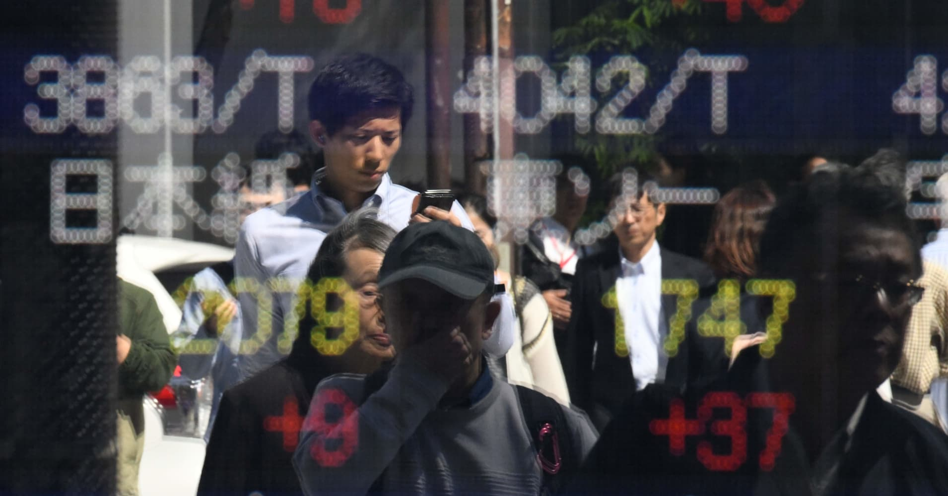 Asia stocks rise in final day of rough October; China data misses expectations