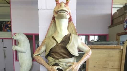 JarJar Binks, a Star Wars character statue that was delivered using a Roadie driver.
