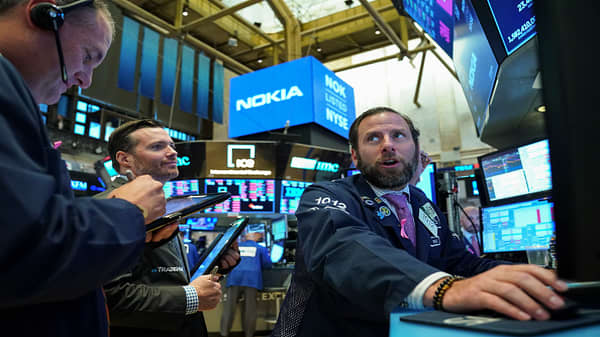 Dow finishes higher for first time in four sessions