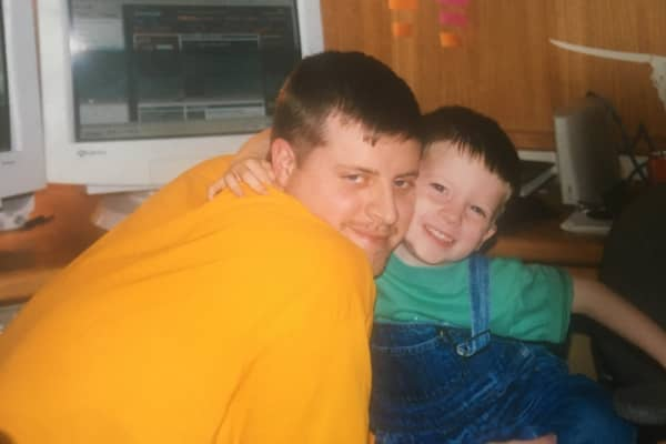 A childhood photo of Austin Etue (R) with his father, Keith.