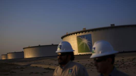 Crude oil storage tanks stand in the Juaymah tank farm at Saudi Aramco's Ras Tanura oil refinery and terminal at Ras Tanura, Saudi Arabia, on Monday, Oct. 1, 2018.