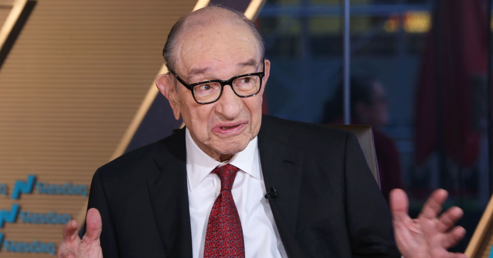 Greenspan to the Fed: 'Put earmuffs on,' Trump's criticism is nothing new for US presidents