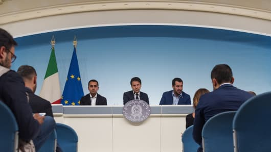 (From L) Italy's Deputy Prime Minister and Minister of Economic Development, Labour and Social Policies, Luigi Di Maio, Italy's Prime Minister, Giuseppe Conte and Italy's Deputy Prime Minister and Interior Minister, Matteo Salvini hold a press conference following a Cabinet meeting on Italy's draft budget, before its submission deadline to the European Commission at Palazzo Chigi in Rome, Italy, on October 15, 2018.