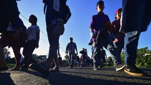 Honduran migrants heading in a caravan to the U.S., walk in Metapa on their way to Tapachula, Chiapas state, Mexico on October 22, 2018.