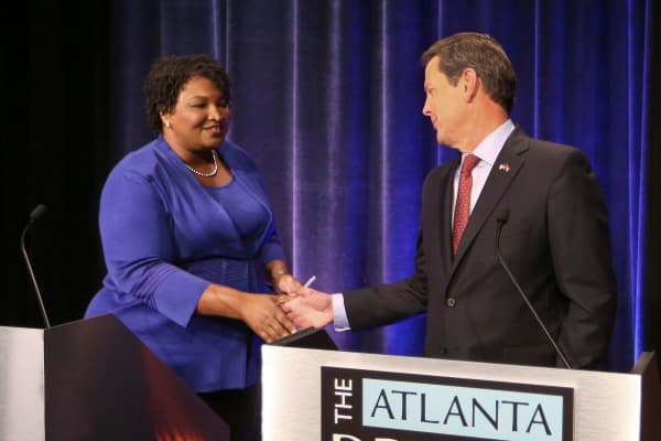 Georgia gubernatorial candidates (L-R) Democrat Stacey Abrams and Republican Brian Kemp shake hands before a debate that also included Libertarian Ted Metz at Georgia Public Broadcasting in Midtown October 23, 2018 in Atlanta, Georgia.  (Photo by John Bazemore-Pool/Getty Images)