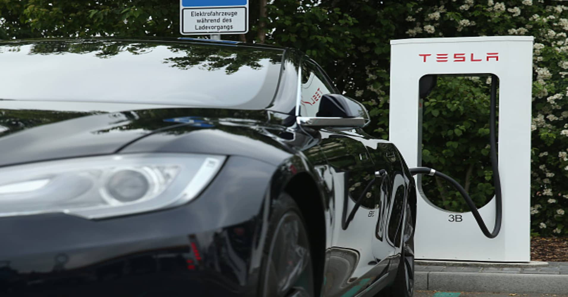 Tesla slips in Consumer Reports auto reliability study