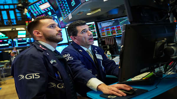 Dow falls 600 points