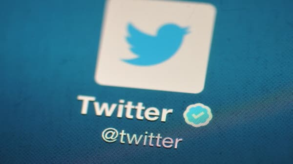 Twitter monthly users at 326 million vs. 330 million estimate