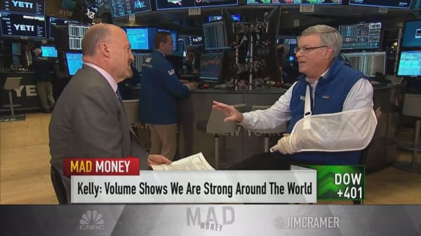 Visa CEO talks earnings, China, cryptocurrency and Mastercard with CNBC's Jim Cramer