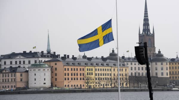 Alan Greenspan says Sweden may hold the answer to America's looming entitlement crisis