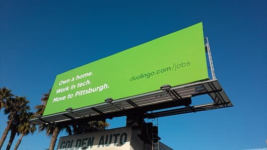 Language-learning app Duolingo took out billboard ads in Silicon Valley to recruit tech workers to its hometown of Pittsburgh, part of a trend among start-ups setting up shop in cities across the US that offer a better quality of life than the expensive Bay Area.