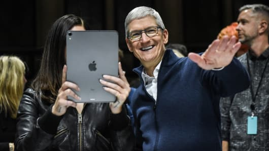 Tim Cook, CEO of Apple laughs while Lana Del Rey (with iPad) takes a picture during a launch event at the Brooklyn Academy of Music on October 30, 2018 in New York.