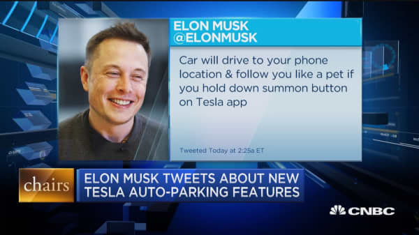 Elon Musk tweets about new Tesla auto-parking features