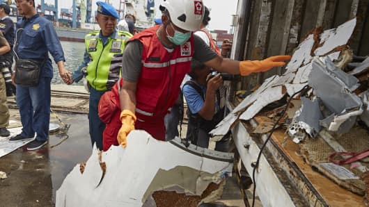 Search and rescue workers carry wreckage from Lion Air flight JT 610 to a truck to be transported to a warehouse for further investigation at the Tanjung Priok port on November 2, 2018 in Jakarta, Indonesia.