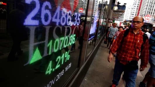 A panel displays the closing Hang Seng Index outside a bank in Hong Kong, China November 2, 2018.