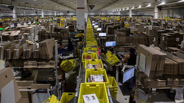 Amazon Eves Leaked Cell Phone Pictures