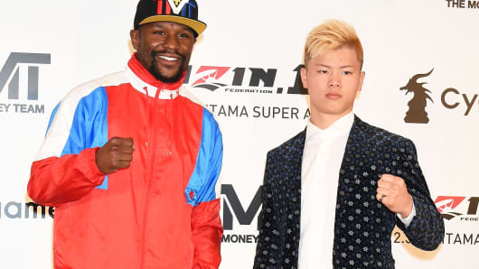 Floyd Mayweather Jr. and Tenshin Nasukawa attend the press conference to announce the match on December 31 at Roppongi Hills club on November 5, 2018 in Tokyo, Japan.