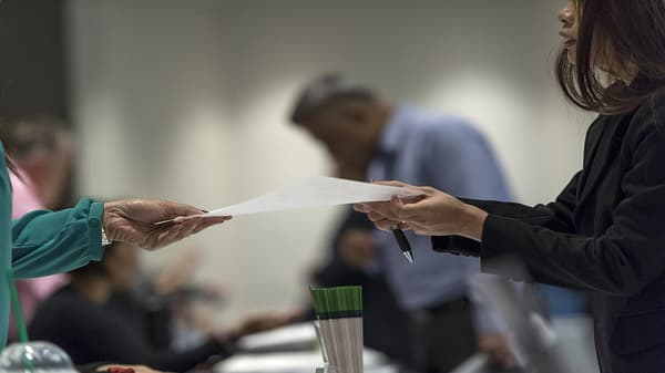 Initial jobless claims down 1,000 to 214,000