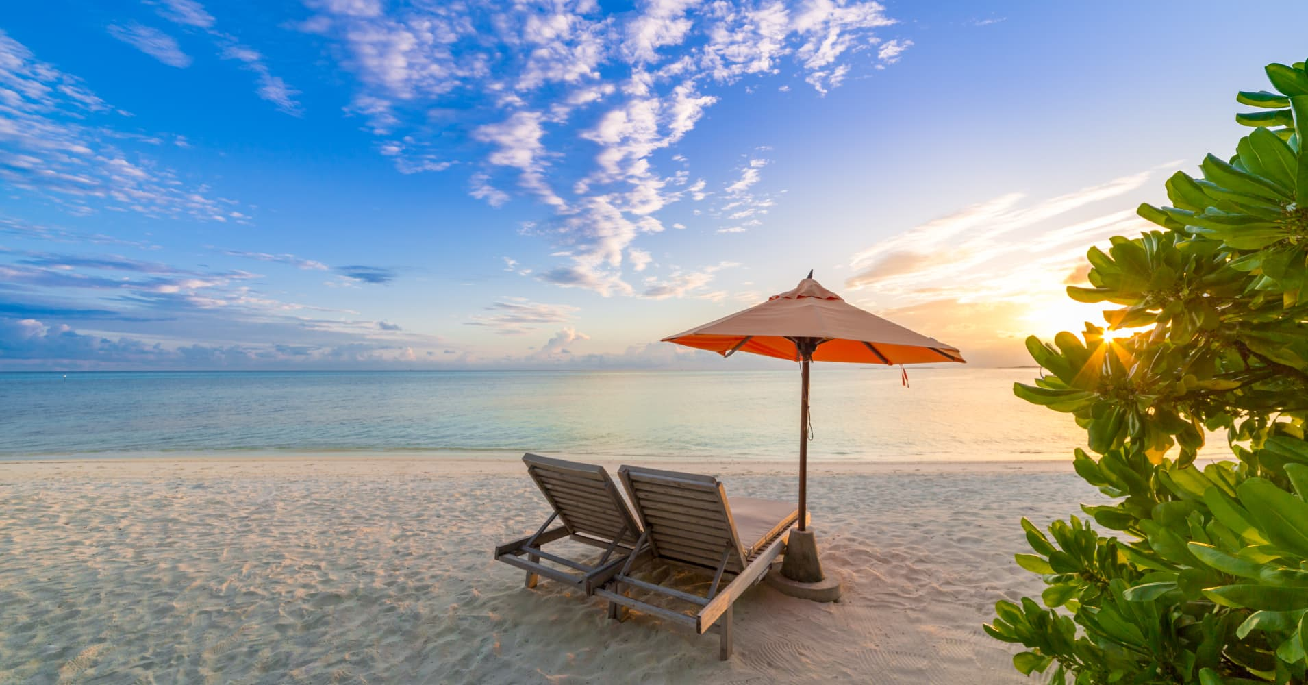 black friday and cyber monday are great for travel and vacation sales
