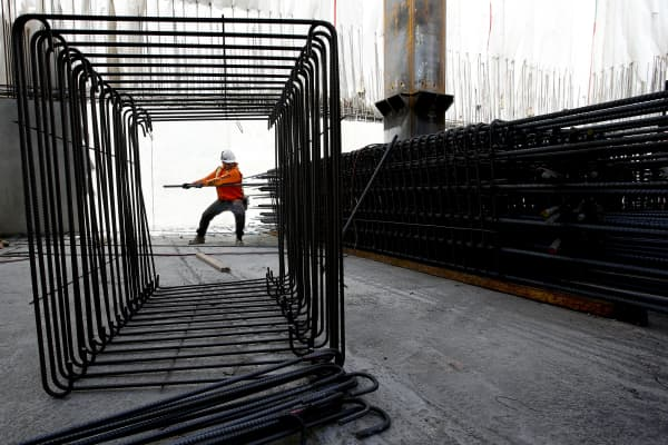 Iron worker tightens up rebar during construction.