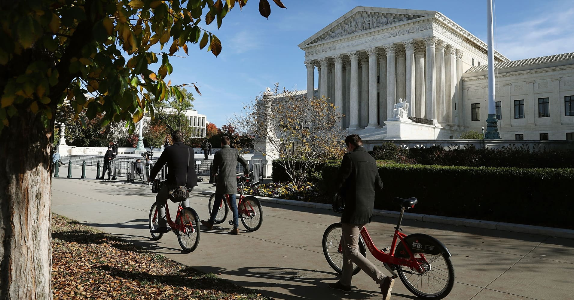 SCOTUS conservatives limit class arbitration in divided decision